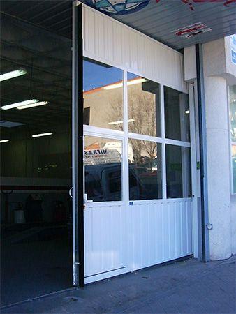 Puerta deslizante sobre puerta basculante (e5068-2)