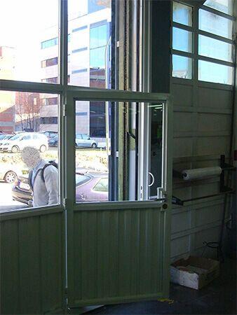 Puerta deslizante sobre puerta basculante (e5068-4)