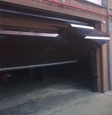 Plegable vertical de baja altura con puerta de peatones incorporada (e369)